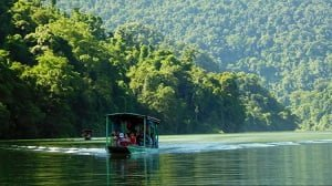 Boat trip in Ba Be National Park