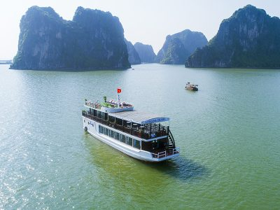 La Regina Day Cruise in Lan Ha Bay