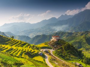 Muong Hoa Valley is located in Hau Thao Commune, about 10km from Sapa Town in the southeast direction